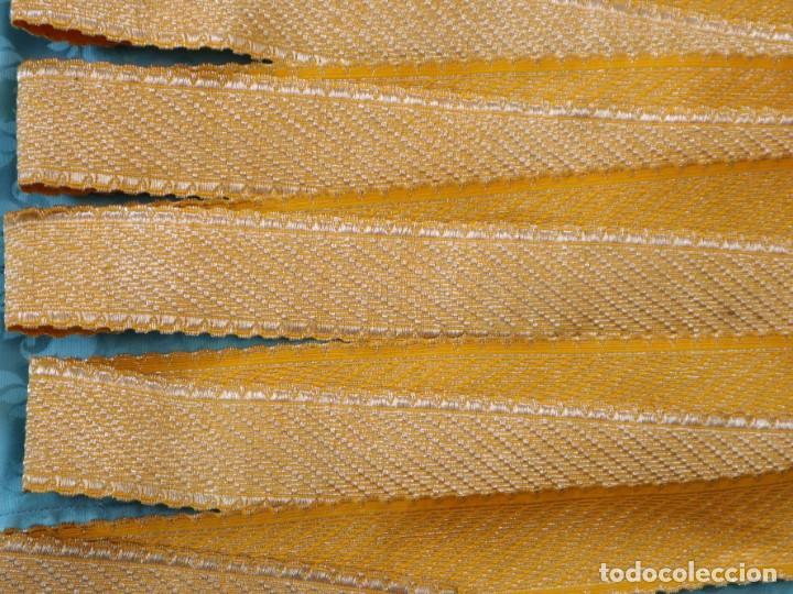 Antigüedades: Galón confeccionado en hilo amarillo e hilo metálico dorado. Pps. S. XX. Mide 6 metros x 4,5 cm. - Foto 5 - 244934080
