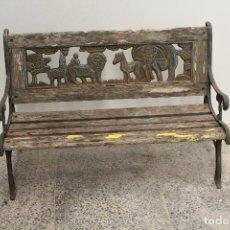 Antiquités: BANCO DE JARDÍN PARA NIÑOS CON EL REY LEÓN. Lote 244955895