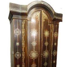 Antiquités: ARMARIO CON TARACEA PERSA EN NÁCAR. Lote 244996380