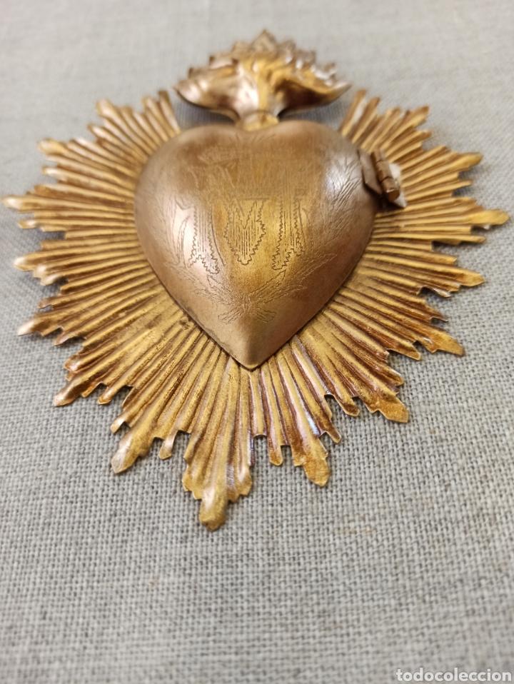 Antigüedades: Corazón exvoto, relicario metal dorado rayos para Virgen - Foto 3 - 245024555