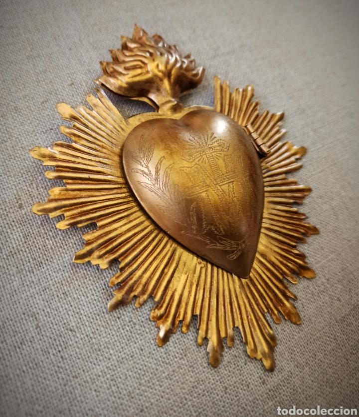 Antigüedades: Corazón exvoto, relicario metal dorado rayos para Virgen - Foto 4 - 245024555