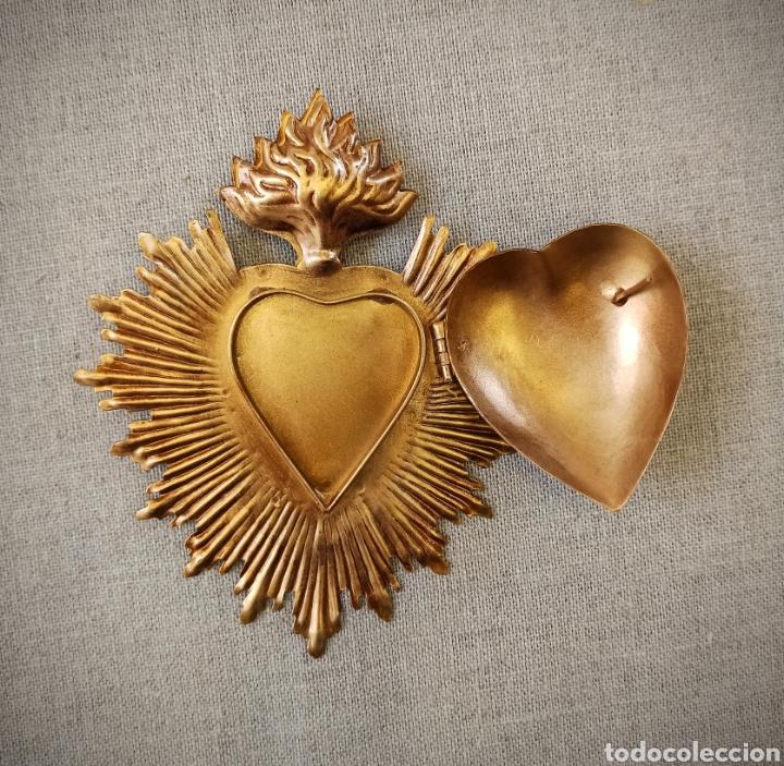 Antigüedades: Corazón exvoto, relicario metal dorado rayos para Virgen - Foto 7 - 245024555