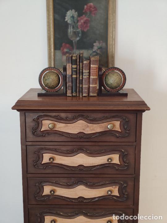 Antigüedades: Bello y elegante mueble auxiliar con 6 cajones. interesante forma abombada. 132 x 72 x 43 cm de fond - Foto 2 - 245057985