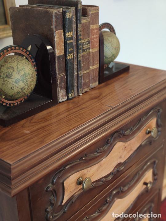 Antigüedades: Bello y elegante mueble auxiliar con 6 cajones. interesante forma abombada. 132 x 72 x 43 cm de fond - Foto 4 - 245057985