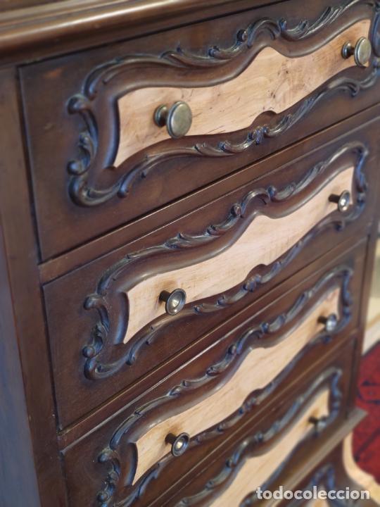 Antigüedades: Bello y elegante mueble auxiliar con 6 cajones. interesante forma abombada. 132 x 72 x 43 cm de fond - Foto 5 - 245057985