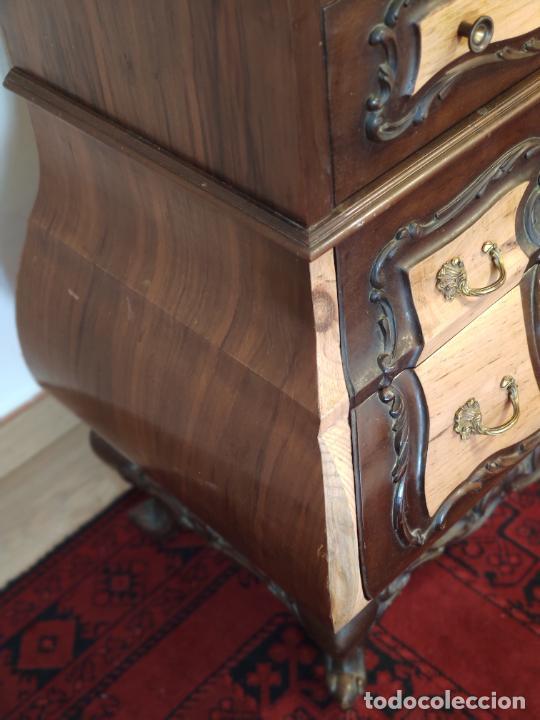 Antigüedades: Bello y elegante mueble auxiliar con 6 cajones. interesante forma abombada. 132 x 72 x 43 cm de fond - Foto 6 - 245057985