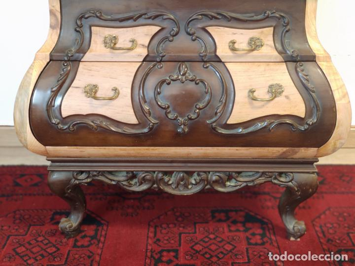 Antigüedades: Bello y elegante mueble auxiliar con 6 cajones. interesante forma abombada. 132 x 72 x 43 cm de fond - Foto 7 - 245057985