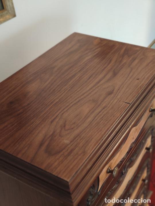 Antigüedades: Bello y elegante mueble auxiliar con 6 cajones. interesante forma abombada. 132 x 72 x 43 cm de fond - Foto 8 - 245057985