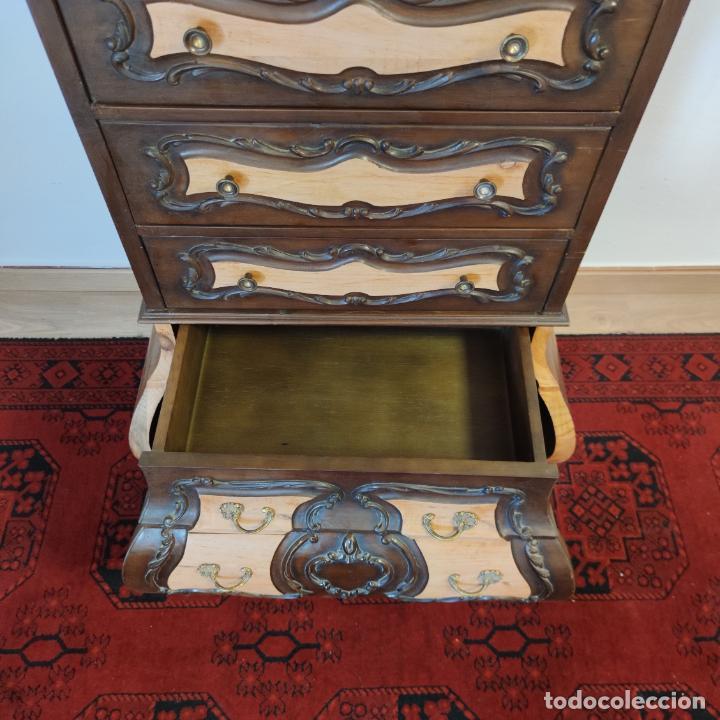 Antigüedades: Bello y elegante mueble auxiliar con 6 cajones. interesante forma abombada. 132 x 72 x 43 cm de fond - Foto 11 - 245057985