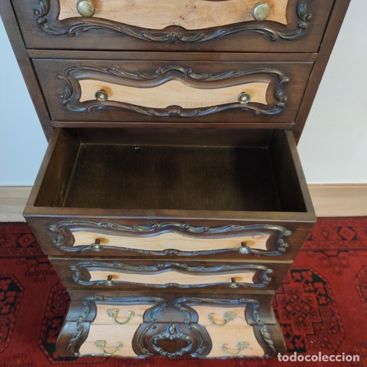 Antigüedades: Bello y elegante mueble auxiliar con 6 cajones. interesante forma abombada. 132 x 72 x 43 cm de fond - Foto 13 - 245057985