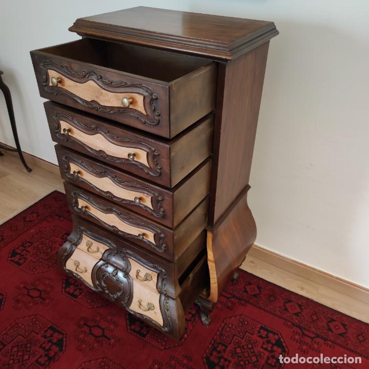 Antigüedades: Bello y elegante mueble auxiliar con 6 cajones. interesante forma abombada. 132 x 72 x 43 cm de fond - Foto 16 - 245057985