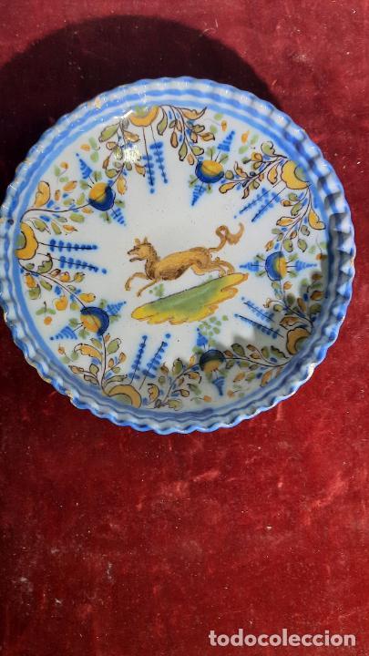 FINO PLATO EN CERAMICA DE TALAVERA FABRICA RUIZ DE LUNA PRINCIPIOS XIX (Antigüedades - Porcelanas y Cerámicas - Talavera)