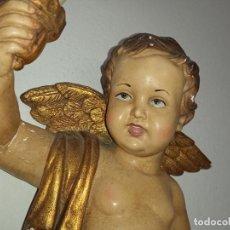 Antigüedades: BONITO APLIQUE DE PARED ÁNGEL CON ANTORCHA QUERUBÍN POLICROMADO VINTAGE. Lote 245113850