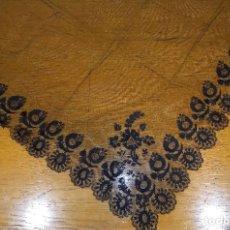 Antigüedades: MANTILLA NEGRA DE HILO SIGLO XIX. Lote 245114205