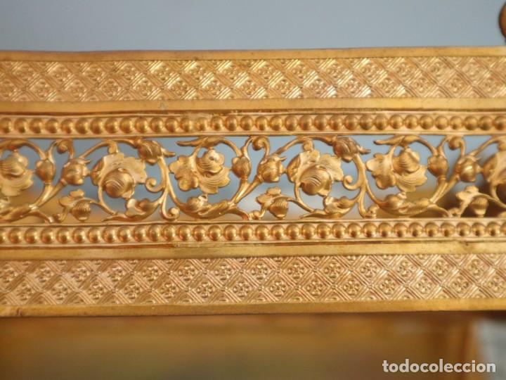 Antigüedades: Atril eclesiástico elaborado en metal dorado. Hacia 1900. Mide 30 x 30 cm. - Foto 21 - 244935890