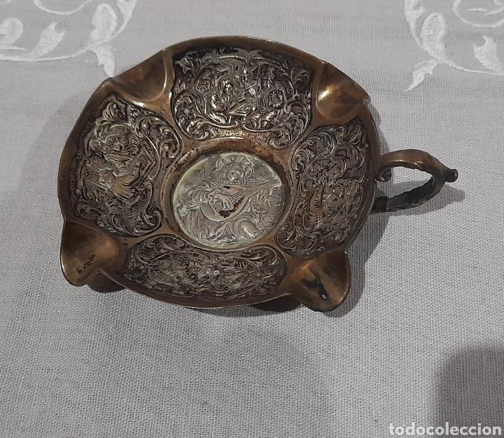CENICERO LABRADO Y PUNZONADO ANTIGUO. VER FOTOS. (Antigüedades - Hogar y Decoración - Ceniceros Antiguos)
