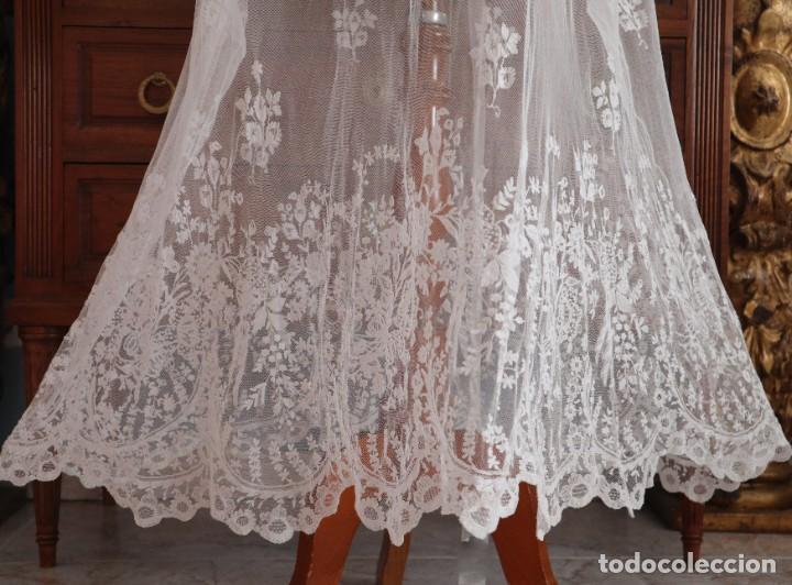 Antigüedades: Alba confeccionada en muy fino algodón y encajes manuales. Hacia 1900. - Foto 4 - 245119670
