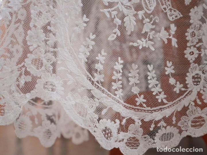 Antigüedades: Alba confeccionada en muy fino algodón y encajes manuales. Hacia 1900. - Foto 8 - 245119670