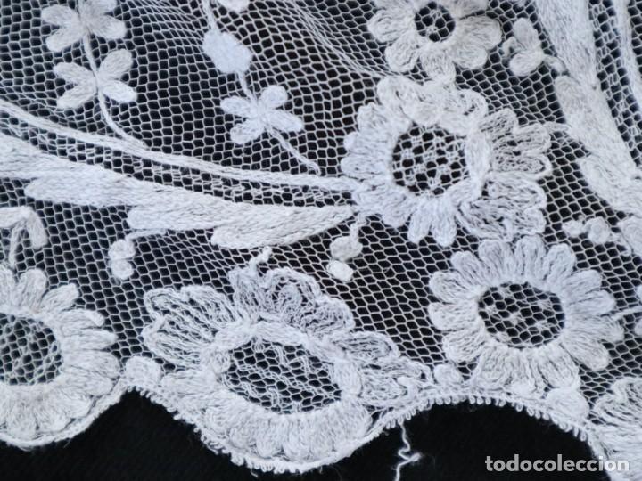 Antigüedades: Alba confeccionada en muy fino algodón y encajes manuales. Hacia 1900. - Foto 21 - 245119670