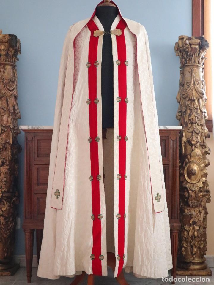 Antigüedades: Ornamentos religiosos. Capa Pluvial y dalmáticas a juego con complementos. Años 60. - Foto 5 - 245120955