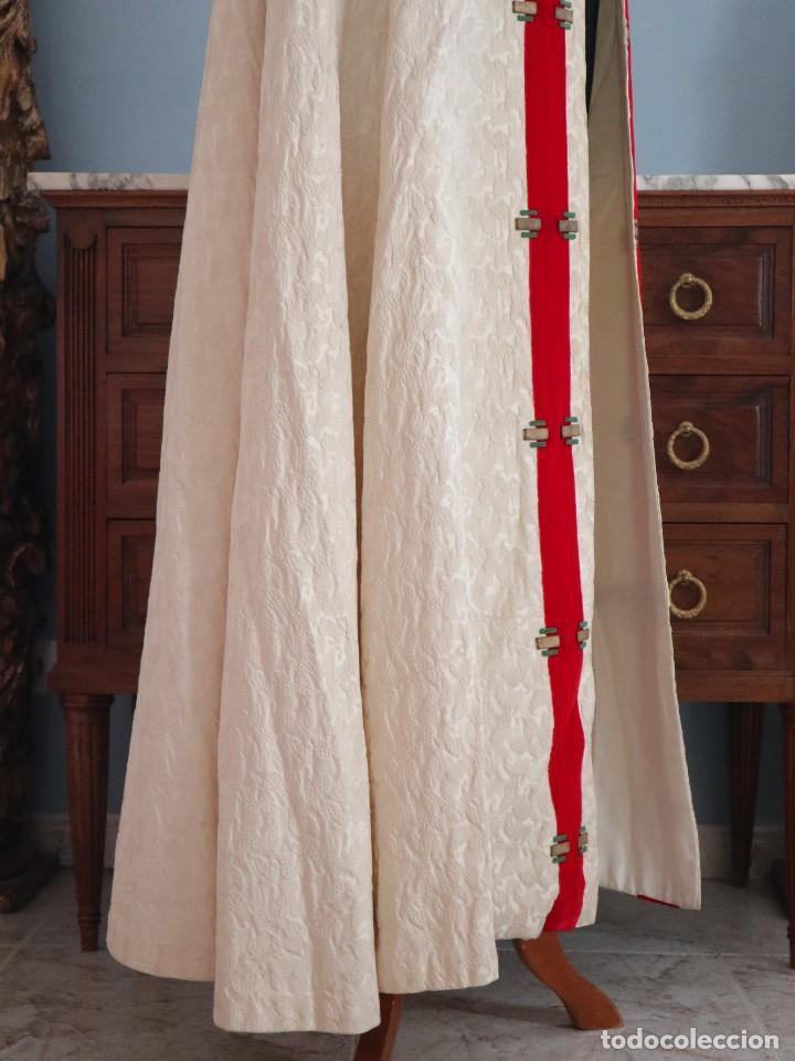 Antigüedades: Ornamentos religiosos. Capa Pluvial y dalmáticas a juego con complementos. Años 60. - Foto 11 - 245120955