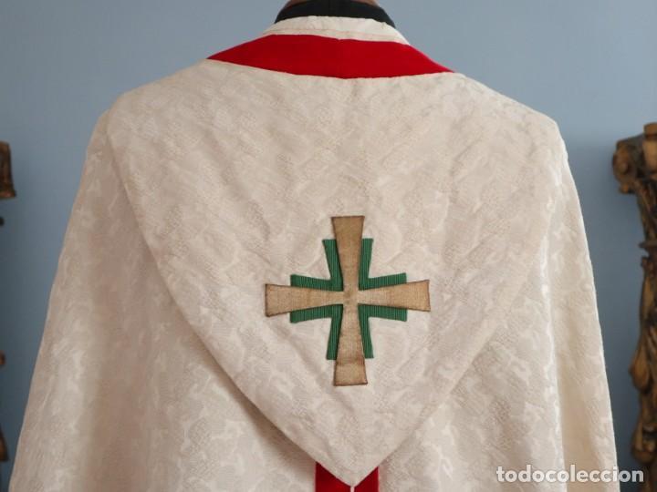 Antigüedades: Ornamentos religiosos. Capa Pluvial y dalmáticas a juego con complementos. Años 60. - Foto 13 - 245120955