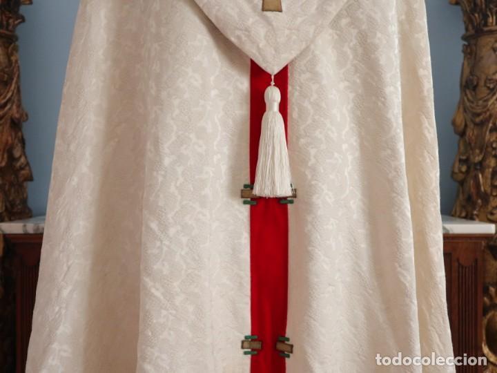 Antigüedades: Ornamentos religiosos. Capa Pluvial y dalmáticas a juego con complementos. Años 60. - Foto 14 - 245120955