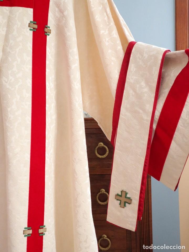 Antigüedades: Ornamentos religiosos. Capa Pluvial y dalmáticas a juego con complementos. Años 60. - Foto 18 - 245120955