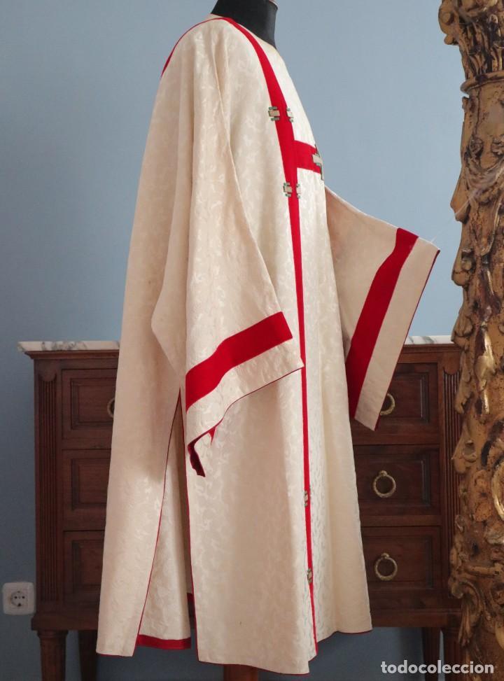 Antigüedades: Ornamentos religiosos. Capa Pluvial y dalmáticas a juego con complementos. Años 60. - Foto 20 - 245120955
