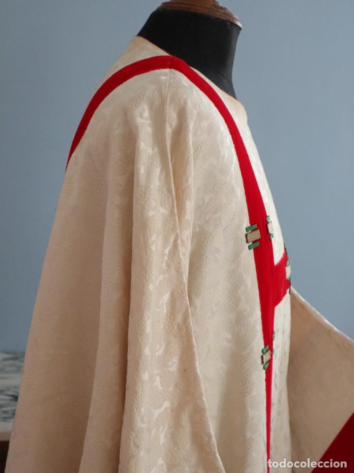 Antigüedades: Ornamentos religiosos. Capa Pluvial y dalmáticas a juego con complementos. Años 60. - Foto 21 - 245120955