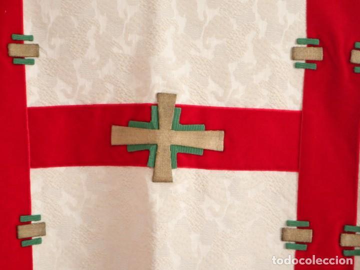 Antigüedades: Ornamentos religiosos. Capa Pluvial y dalmáticas a juego con complementos. Años 60. - Foto 25 - 245120955