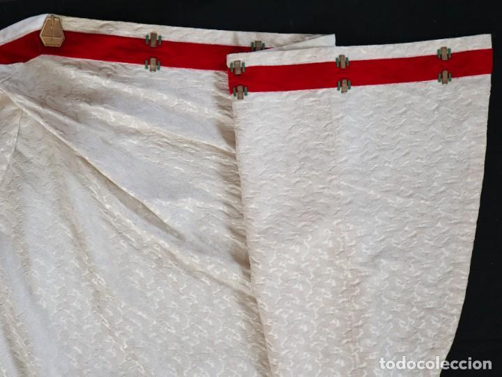 Antigüedades: Ornamentos religiosos. Capa Pluvial y dalmáticas a juego con complementos. Años 60. - Foto 30 - 245120955