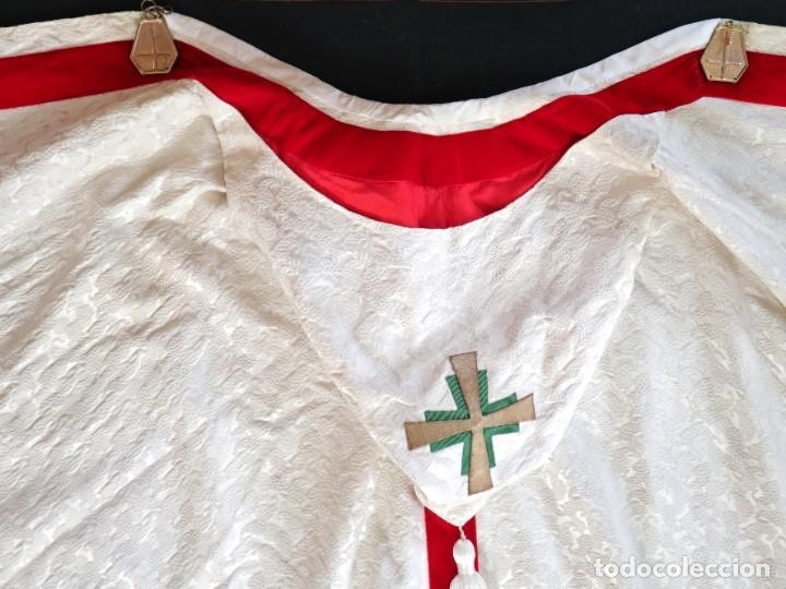 Antigüedades: Ornamentos religiosos. Capa Pluvial y dalmáticas a juego con complementos. Años 60. - Foto 31 - 245120955
