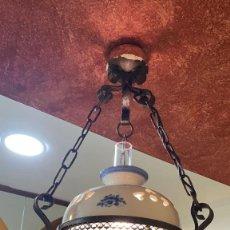 Antigüedades: LAMPARA ANTIGUA DE QUINQUE ELECTRIFICADA DE HIERRO PORCELANA Y CRISTAL 70 CMS. ALTO HAY 9 UDS.. Lote 245123980