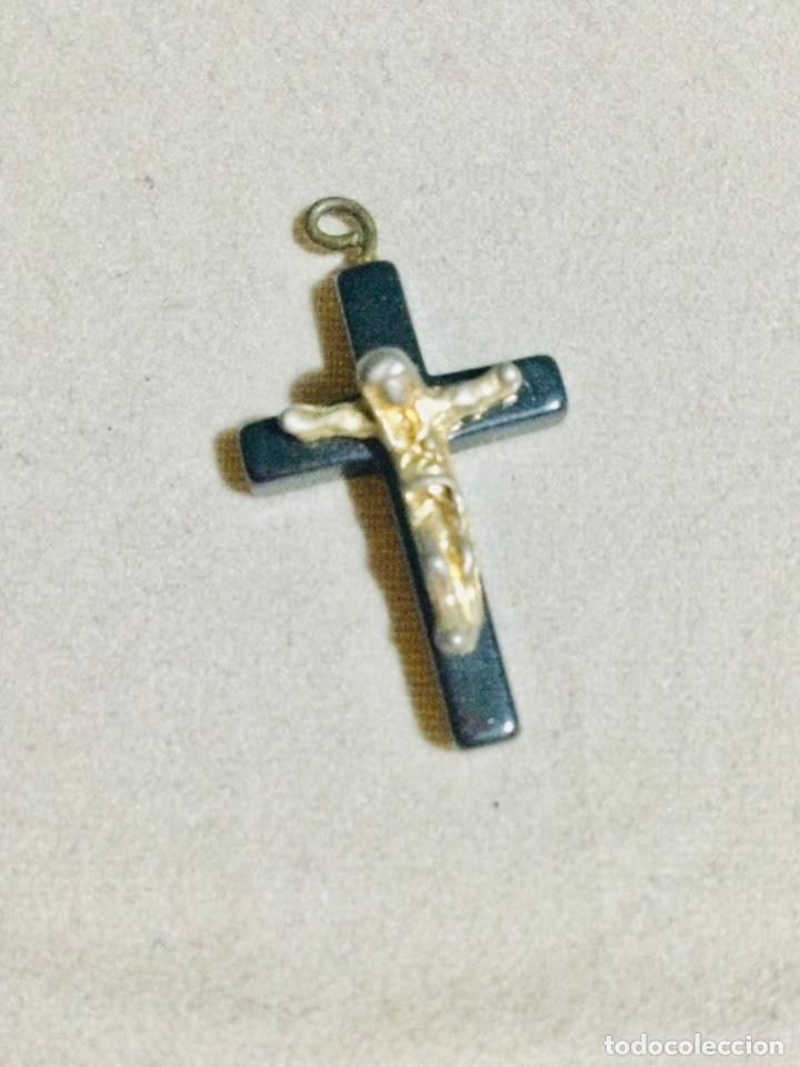 CRUCIFIJO COLGANTE DE OBSIDIANA CON LA FORMA DE LA CRUZ, (Antigüedades - Religiosas - Crucifijos Antiguos)