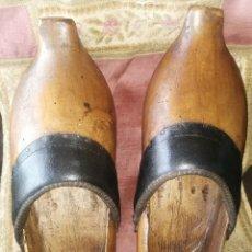 Antigüedades: ZUECOS ORIGINALES ANTIGUOS. MADERA DE HAYA.. Lote 245164035
