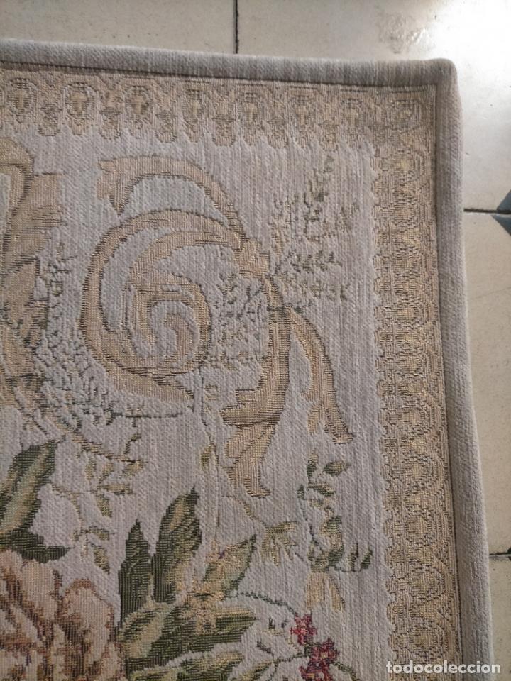 Antigüedades: ALFOMBRA ALFOMBRILLA FLORAL TIPO TAPIZ . 120 X 70 CM - Foto 3 - 245170250