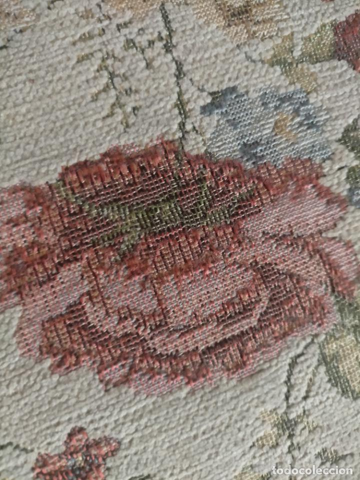 Antigüedades: ALFOMBRA ALFOMBRILLA FLORAL TIPO TAPIZ . 120 X 70 CM - Foto 7 - 245170250