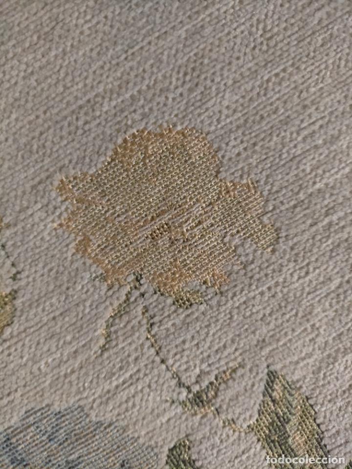 Antigüedades: ALFOMBRA ALFOMBRILLA FLORAL TIPO TAPIZ . 120 X 70 CM - Foto 10 - 245170250
