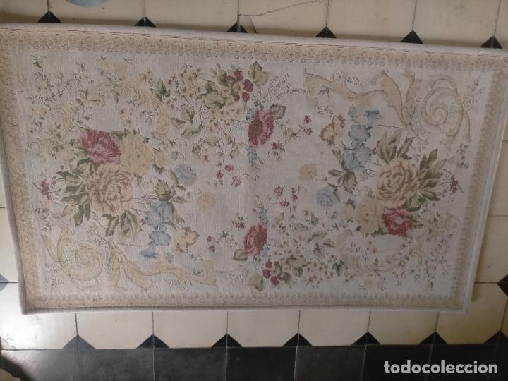 Antigüedades: ALFOMBRA ALFOMBRILLA FLORAL TIPO TAPIZ . 120 X 70 CM - Foto 16 - 245170250
