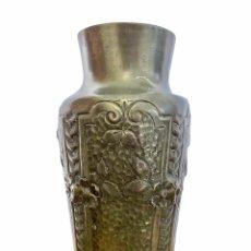 Antigüedades: ANTIGUO JARRON FLORERO DE ESTAÑO FRANCES - FIRMA EN BASE - SIGLO XIX. Lote 245170510