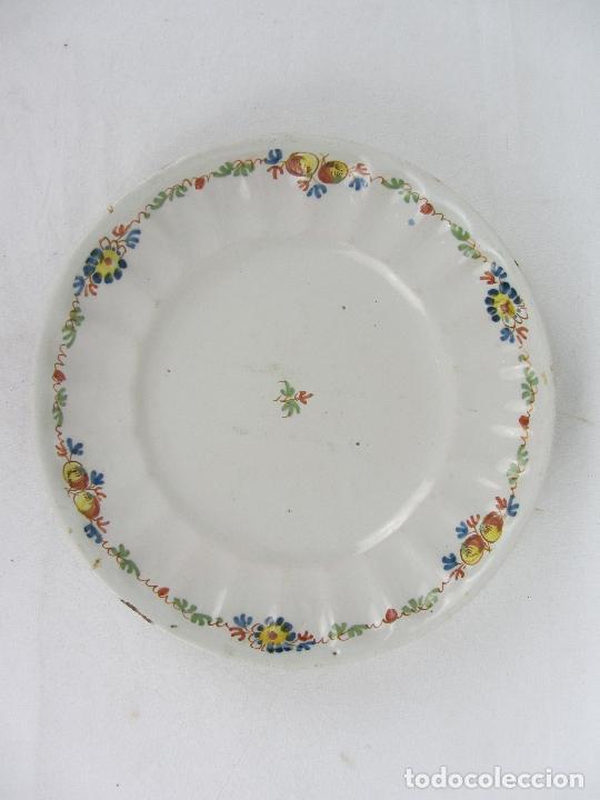 Antigüedades: Plato en cerámica de Alcora - Principios de siglo XIX - Firmada A - Foto 2 - 245205240