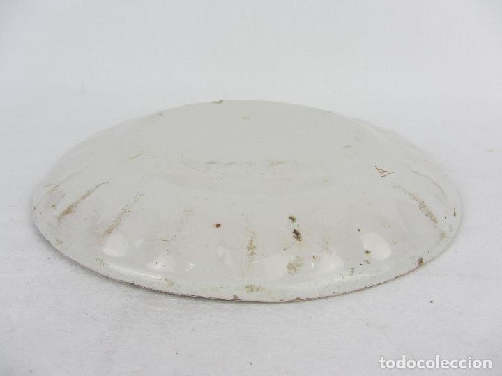 Antigüedades: Plato en cerámica de Alcora - Principios de siglo XIX - Firmada A - Foto 5 - 245205240