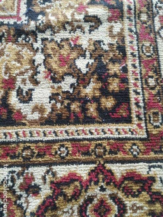 Antigüedades: Antigua alfombra de nudos de lana. Medidas 227 x 170 cm. - Foto 6 - 245216595