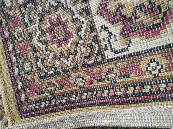Antigüedades: Antigua alfombra de nudos de lana. Medidas 227 x 170 cm. - Foto 7 - 245216595
