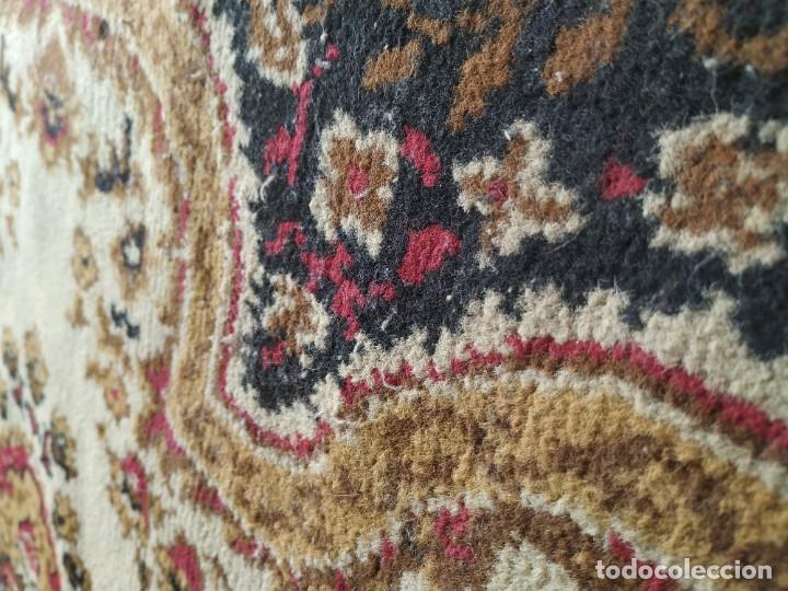 Antigüedades: Antigua alfombra de nudos de lana. Medidas 227 x 170 cm. - Foto 8 - 245216595
