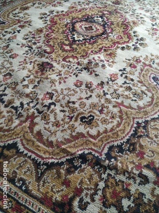 Antigüedades: Antigua alfombra de nudos de lana. Medidas 227 x 170 cm. - Foto 10 - 245216595