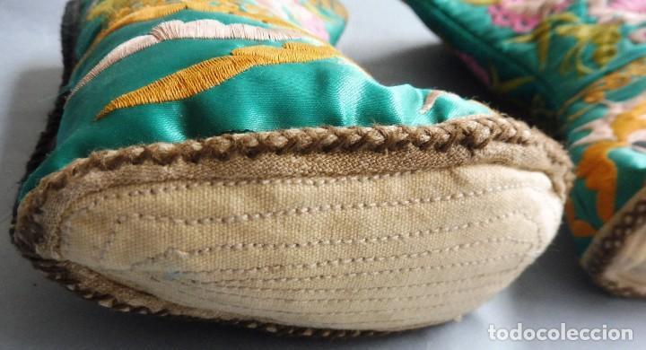 Antigüedades: ANTIGUAS BOTAS CHINAS DE SEDA BORDADA PRIMERA MITAD S. XX - Foto 5 - 245219115