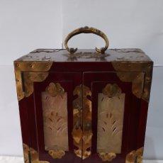 Antigüedades: JOYERO MUSICAL ANTIGUO MECANISMO SANYO. FUNCIONA. VER FOTOS.. Lote 245231985