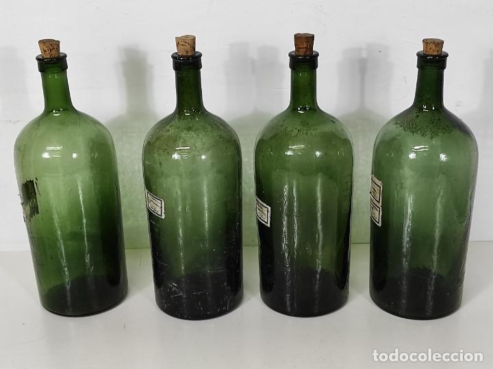 Antigüedades: Lote de Botellas Cristal Verde Soplado - Bote de Farmacia - Tapón de Corcho - Principios S. XX - Foto 2 - 245234840
